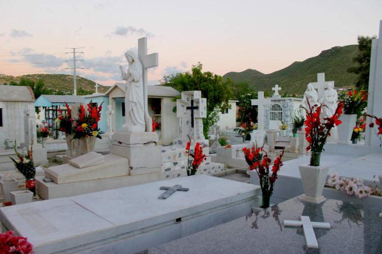 Por los menos hasta 2018 se garantizan espacio en los for Cementerio jardin del mar