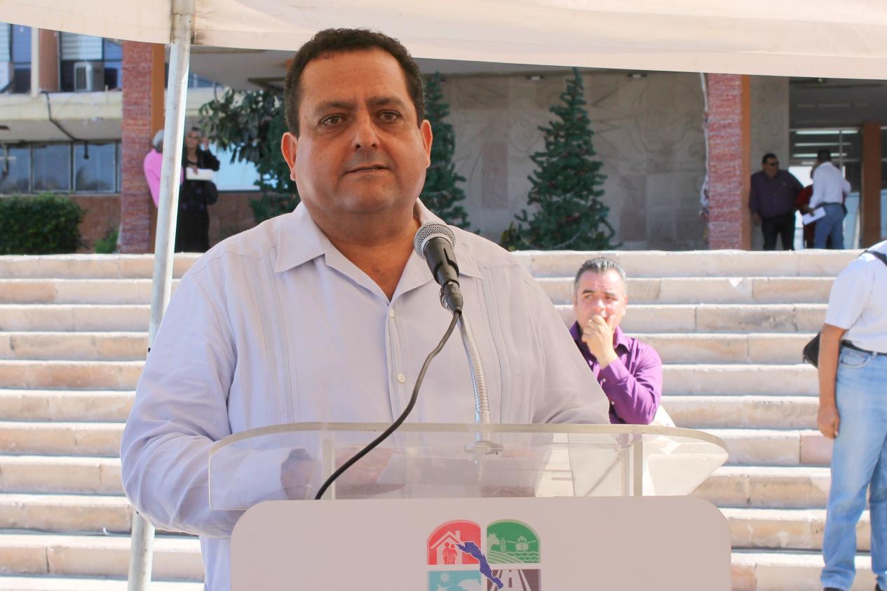 Asi se divierte el Gobernador  de Baja California Sur Carlos MENDOZA DAVIS Carlos-Mendoza-discurso