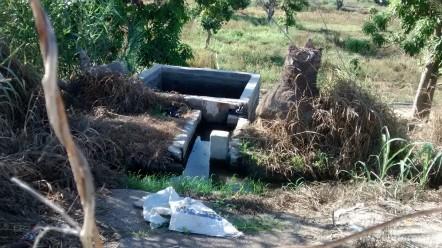 Continúa el trayecto del agua y descarga en una pileta, en el terreno de un probable ejidatario