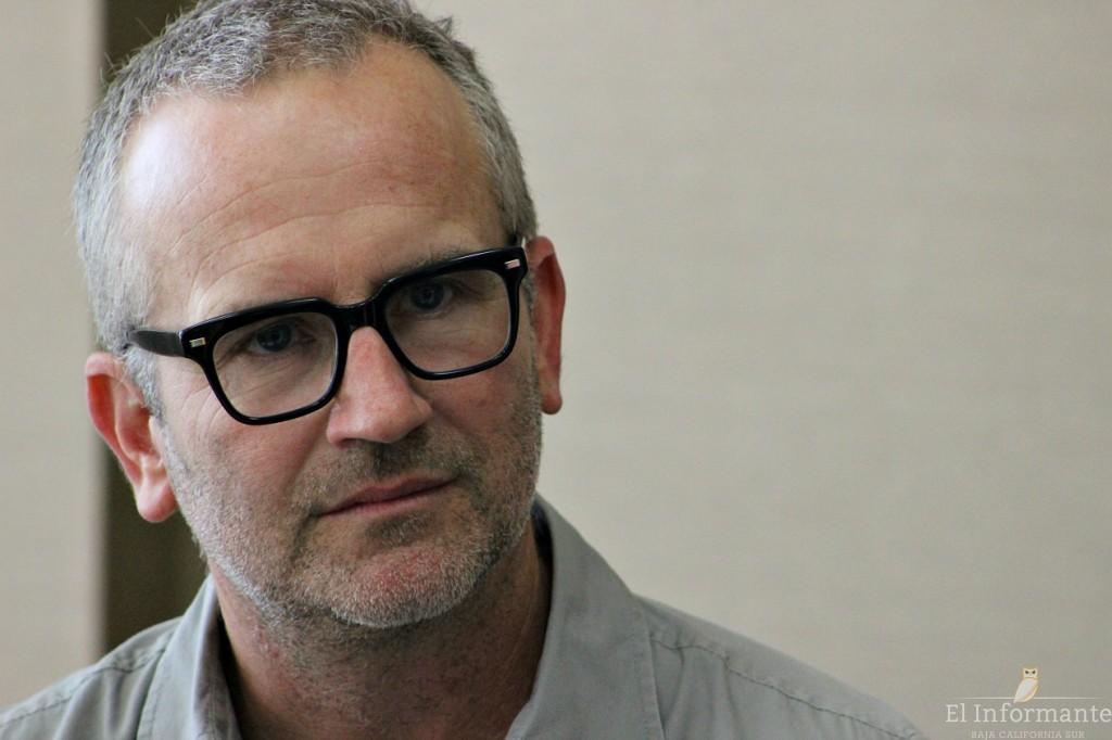 James Shelton es esposo de Cara Singleton, trabajador en la industria del cine