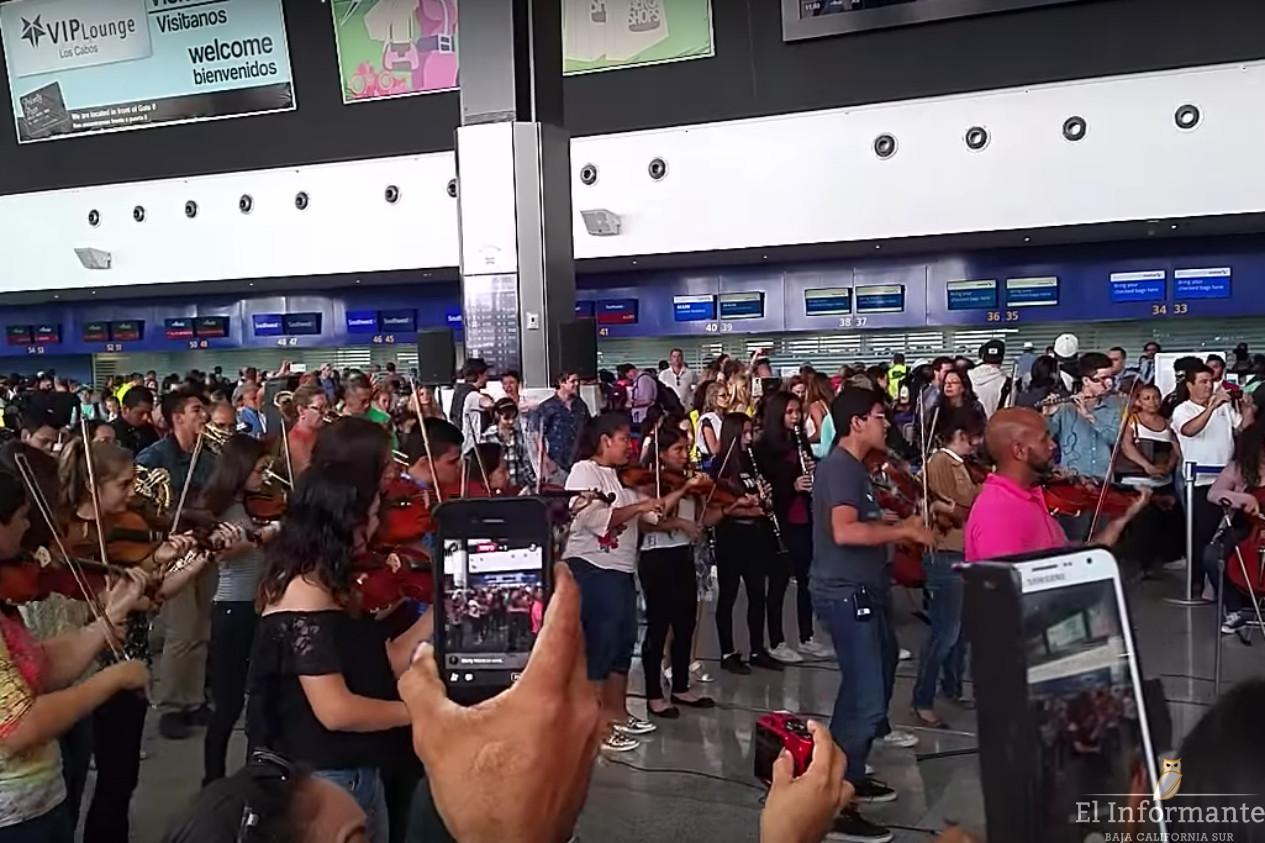 Realizan flashmob en el aeropuerto internacional de cabo - Aeropuerto de los cabos mexico ...