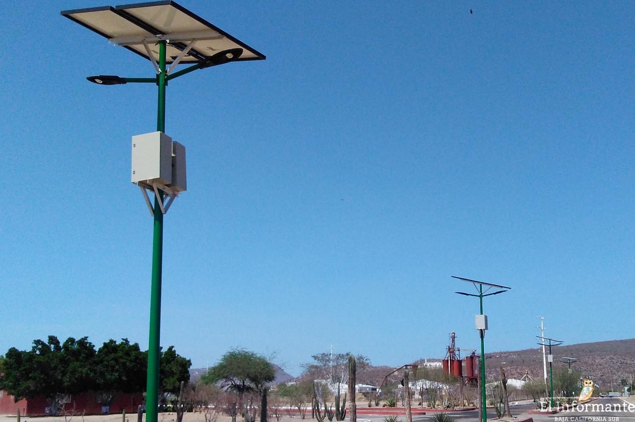 Implementan sistema de alumbrado solar en la uabcs for Alumbrado solar jardin